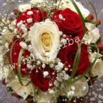 Buchet_trandafiri_albi_si_rosii~0